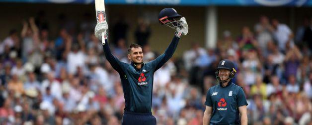 इंगलैंडले बनायो एकदिवसीय कै उच्च रन | अस्ट्रेलिया २४२ रनले पराजित