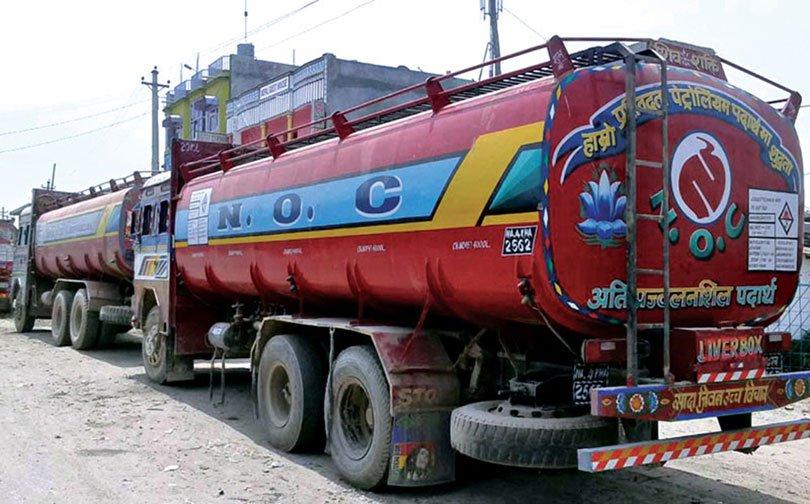 भारतीय पुलिसले कुटेपछि ट्याङ्कर चालकले रोके इन्धन ढुवानी