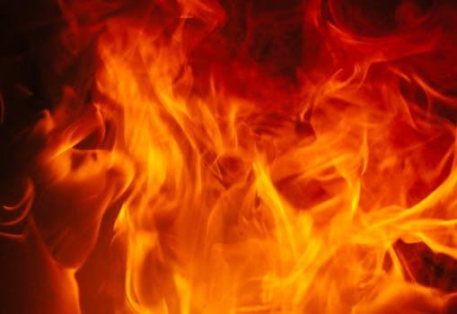 आगलागीबाट ३० घर नष्ट