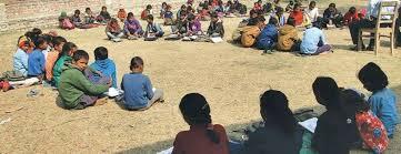 विद्यार्थी खुला चौरमा पढ्न बाध्य