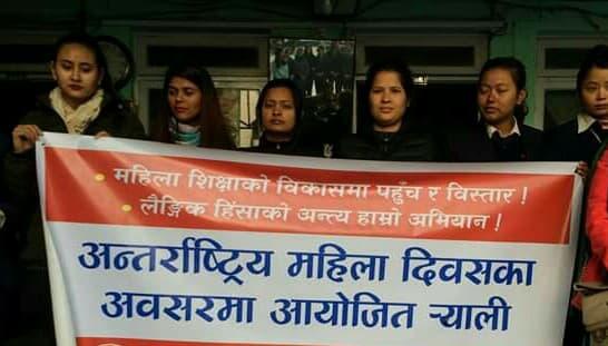 अन्तरराष्ट्रिय महिला दिवस, विभिन्न नारा जुलुस गरि मनाउदै