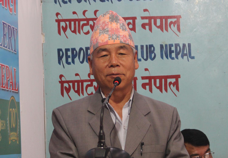 नेकपा फुट्यो भने नेपाल विदेशी सेनाको क्रिडास्थल बन्छः देव गुरुङ