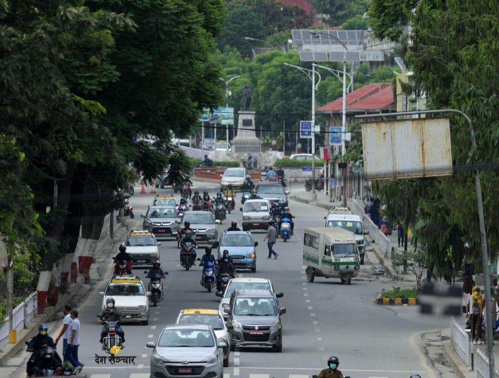 राजधानीमा सार्वजनिक सवारीको चहलपहल: धेरै ट्याक्सी र ट्याम्पु, फाट्टफुट्ट बस पनि