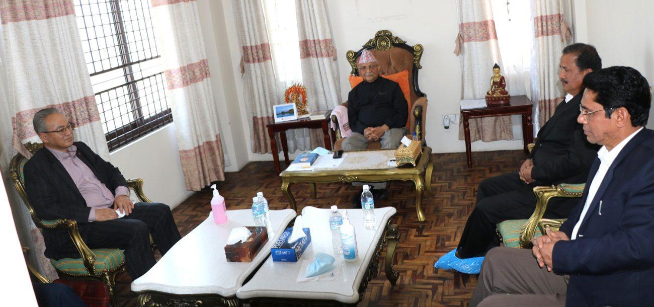 प्रधानमन्त्री ओली र नेकपा महासचिव विप्लवबीच भेटबार्ता