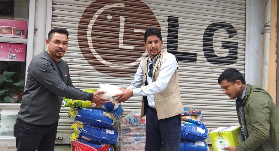 राहत संकलनमा नेकपा काठमाडौ महानगर समिति सक्रिय