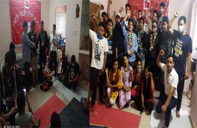 प्रवासमा समेत नेकपामा ध्रुविकृत हुनेकाे लर्काे, भारतकाे कर्नाटक राज्यमा दर्जन बढी नेकपामा प्रवेश