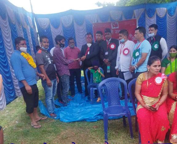 नेकपा निकट प्रवासी माेर्चा कर्नाटक राज्य समितिले संयुक्त रूपमा गर्याे अार्थिक सहयाेग